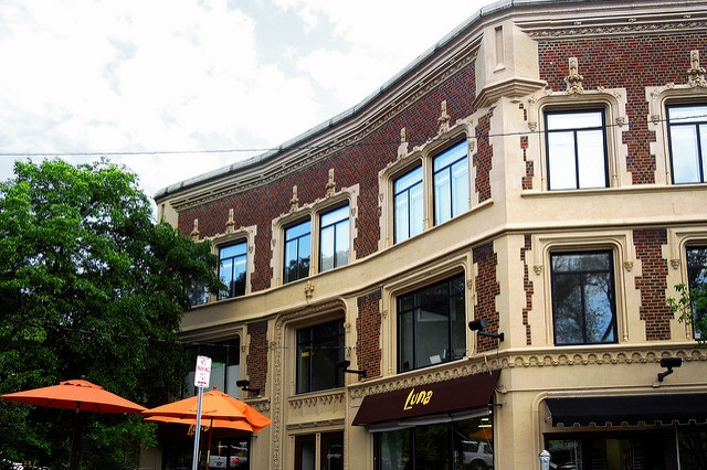 Upscale Atmosphere - Escape the hustle and bustle of your week and relax in a private upscale setting in the Cedar Fairmount District located in Cleveland Heights, OH