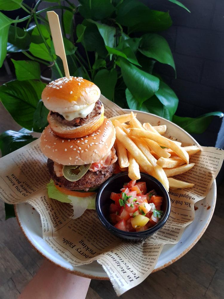 Cantina - Burger 1.jpg