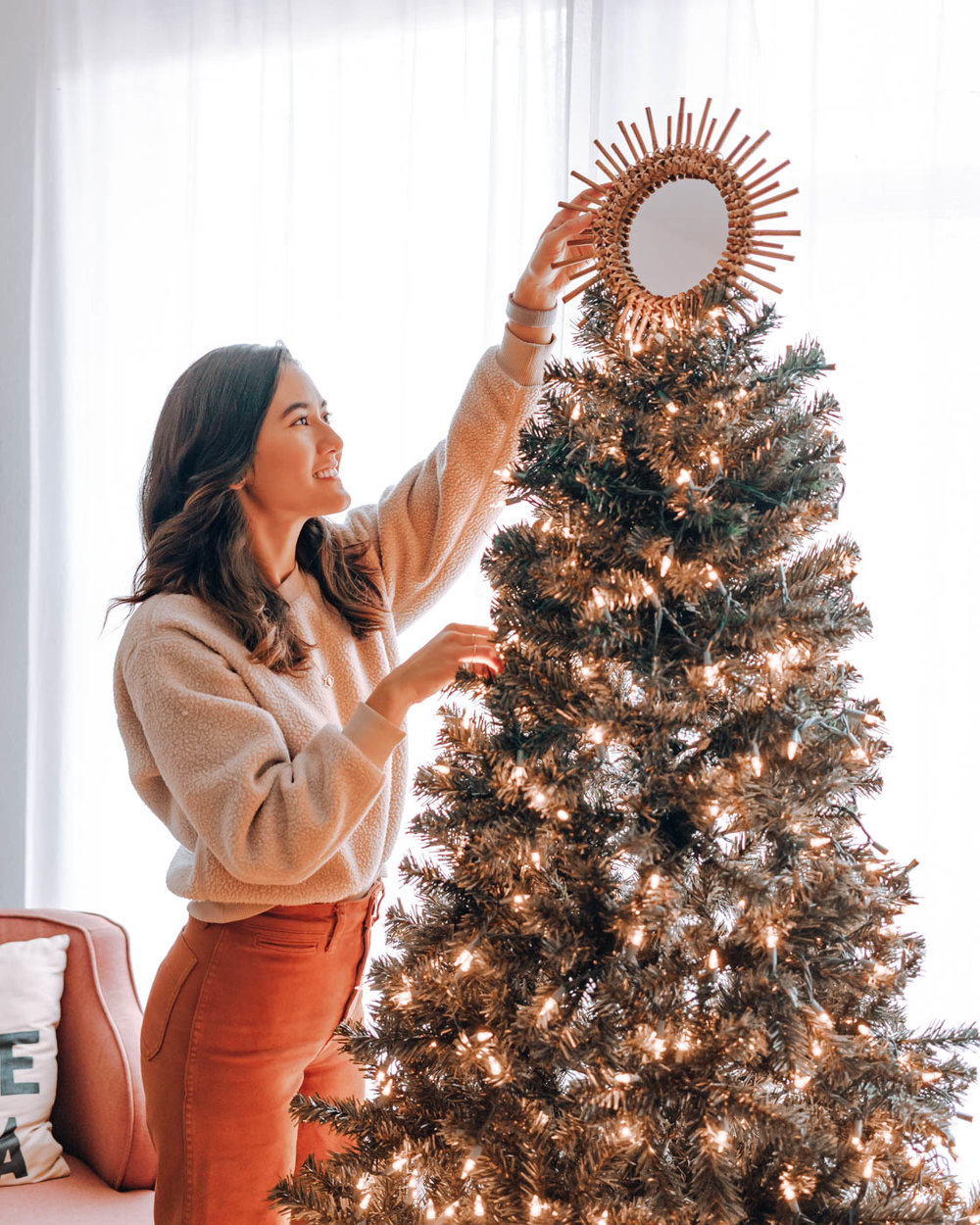 Sustainable Holiday Gift Guide for a More Mindful (& Less Wasteful) Season | Find all my favorite gift ideas for clean beauty, conscious fashion, sustainable home, digital products, experiences, and more! | Om & the City Blog #OmAndTheCity #sustainablegifts #minimalism #lowwaste #holiday #Christmas #giftguide #ecofriendlygifts #lowwastegifts #lowwasteChristmas #sustainable #mindfulness #mindfulgifts