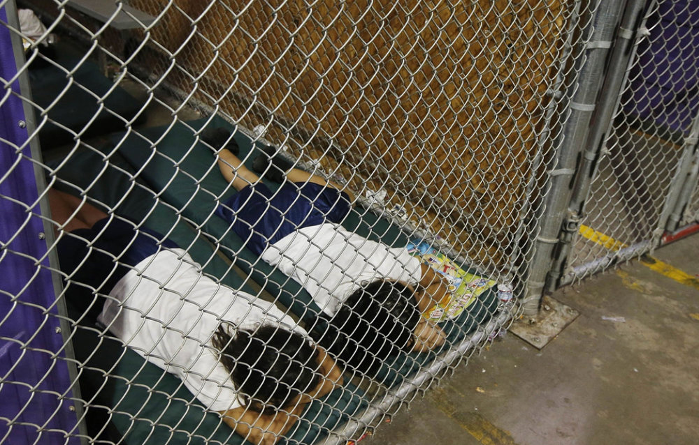children sleeping in cages in Southern Texas