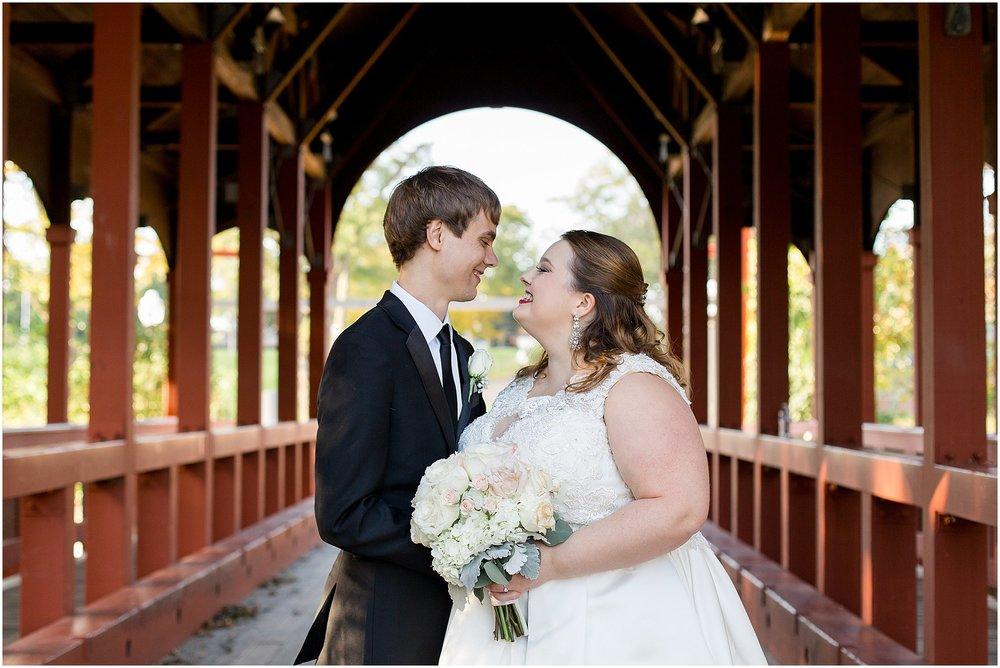 detroit-fairlane-club-fall-wedding_0028.jpg