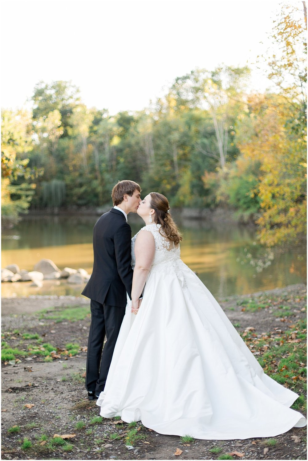 detroit-fairlane-club-fall-wedding_0036.jpg