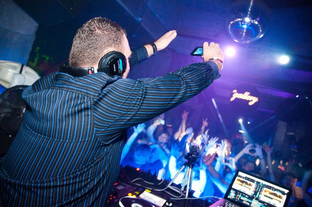The thrilling music nights in the dance bars of Moscow, Russia