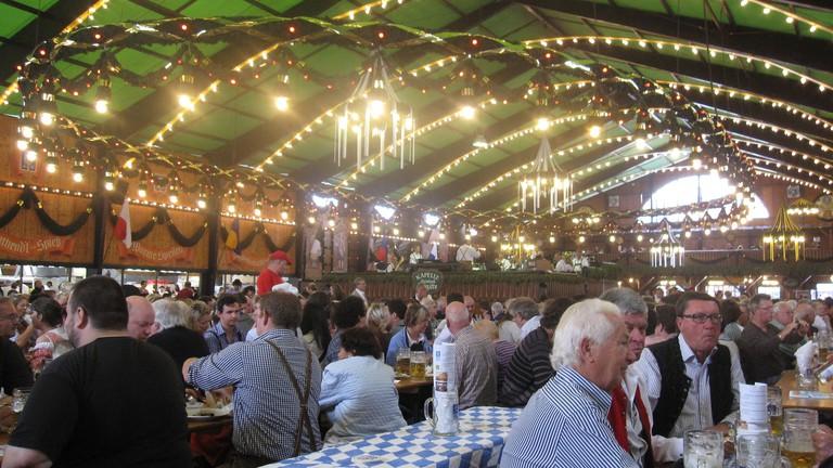 Guests enjoy one-litre beers and German food   © Bernt Rostad / Flickr