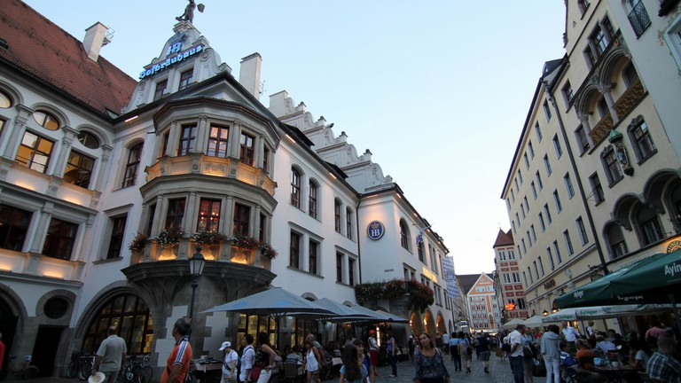 Munchen Hofbrauhaus is a vibrant beer hall in the city   © donchili / Flickr