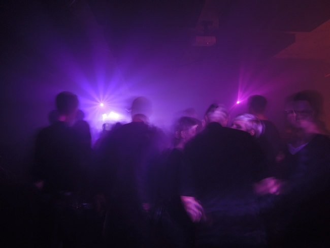 Clubbers in Berlin Nightclub | © Angstpop/Flickr