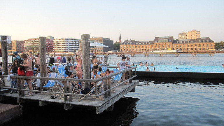 Badeschiff Berlin is a swimming pool in the Spree |  © Uploaded / Flickr
