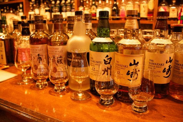 Tasting Japanese whisky ( photo  by jit bag  CC BY )