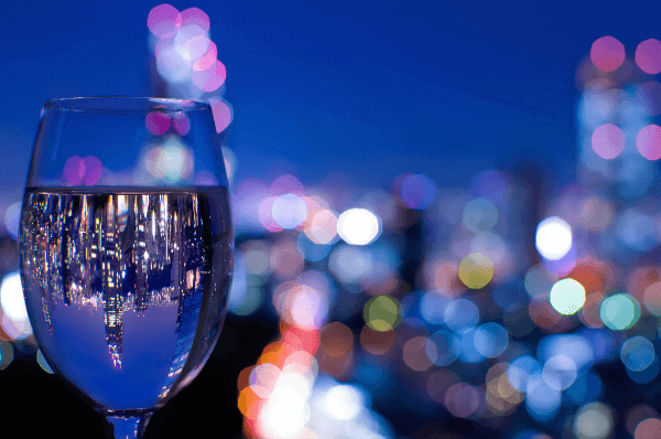 tokyo-skyline-wine-glass-reflection-japan-600.png