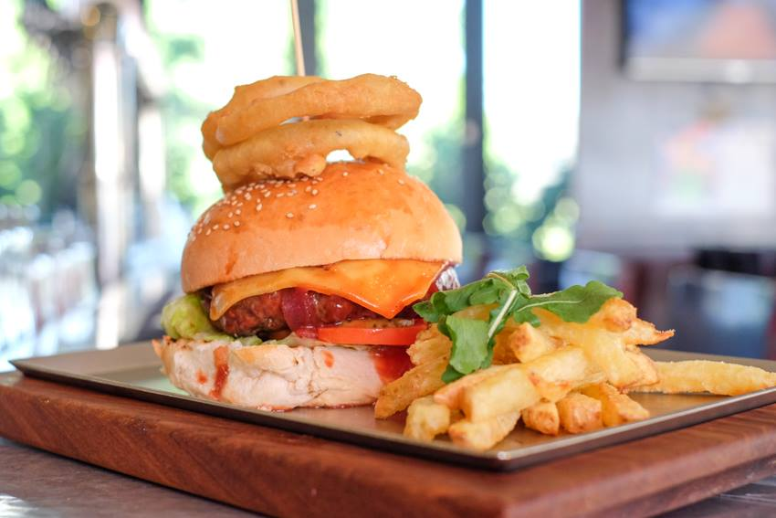DIG IN TO A SCRUMPTIOUS MEAL   @HogsheadHazelwood