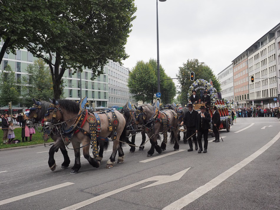 Horsedrawn-carriage-with-Augistiner-Beer-Munich.jpg