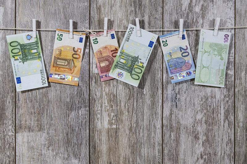 Euros-for-budgeting.jpg