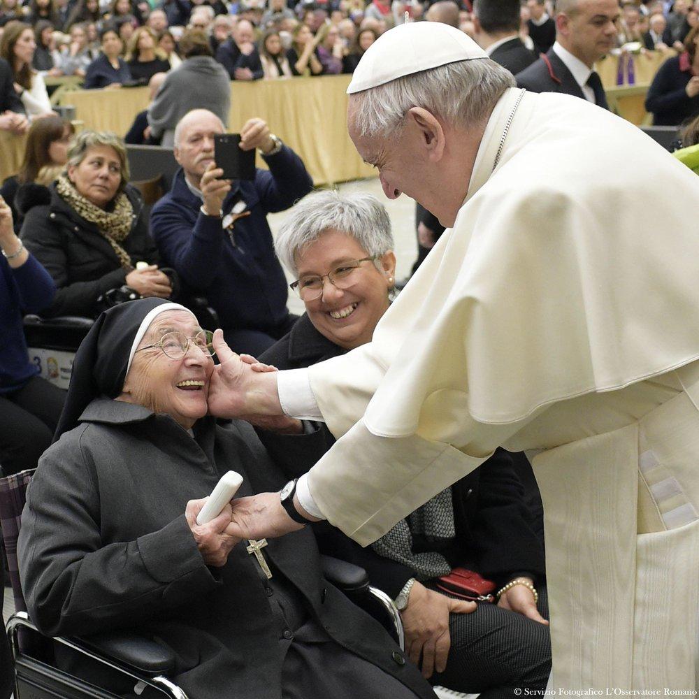 pope-elderly-nun.jpg