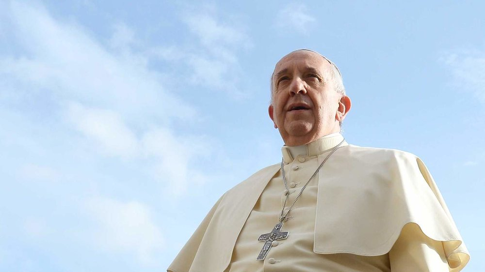 86081966_pope-francis-arrives-for-his-general-audience-at-st-peter27s-square-on-november-5-2014-a_sh_w-mr.jpg