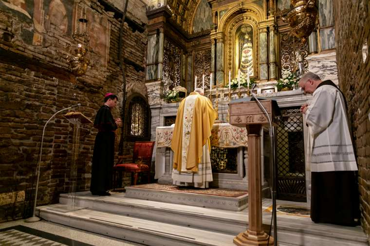 Pope_Francis_says_Mass_in_the_Holy_House_of_Loreto_March_25_2019_Credit_Daniel_Ibez_CNA.jpeg