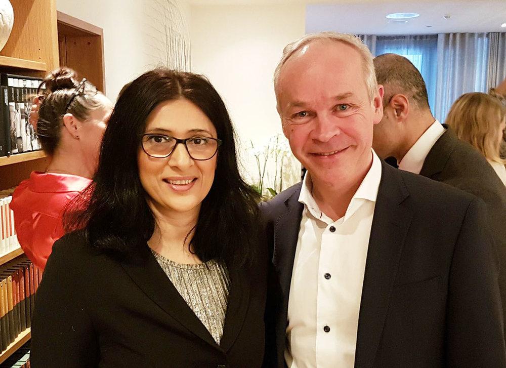 Kunnskaps- og integreringsminister Jan Tore Sanner sammen med Loveleeen R Brenna.