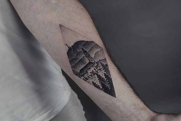 Landschafts Dotwork Tattoo #permanentpostacard von Bob Fizz, MINT CLUB Tattoo Atelier, Salzburg.