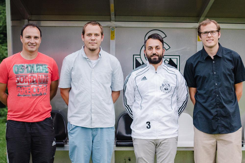 Die stellvertretenden Abteilungsleiter Rene Kaiser (links) und Marc Hillenbrand (zweiter von links)und Abteilungsleiter Erik Hillenbrand (rechts) stellen den neuen Trainer Sezgin Gül (zweiter von rechts) vor.