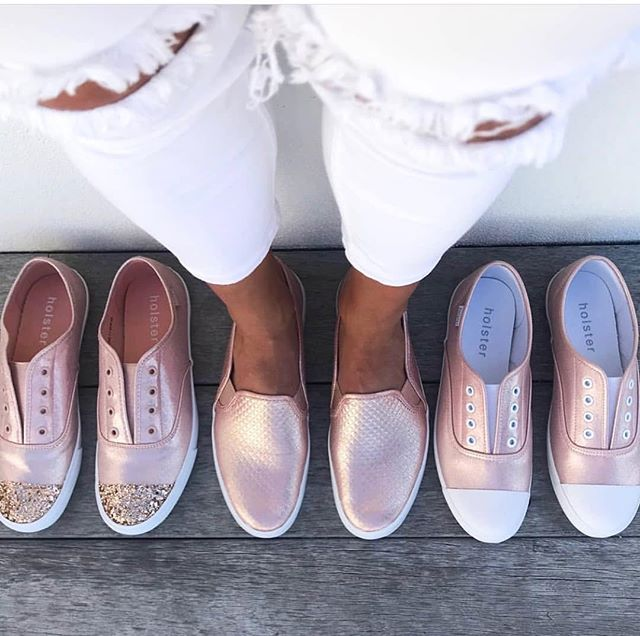 We're kind of obsessed with rose gold sneakers, how about you? 🦄 • @holstersa now available @_cartye #holstershoes #rosegold #cartye