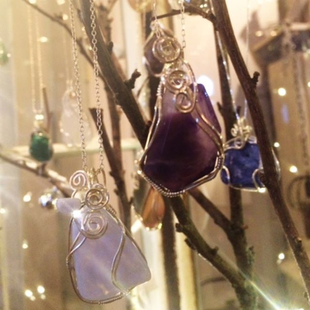Wear one of Nature's beautiful stones, wire-wrapped by you!  Join Joyce in learning how to wrap stones in wire, yet still let their natural beauty show through. You will learn to band wire, secure the stone and use basic tools to create a finished pendant. (chain/cord not included)  Saturday, February 16, 11 am - 1 pm Ages 11+  Register online now: http://ow.ly/Naq550kiIhw Space is limited to the first six who register!