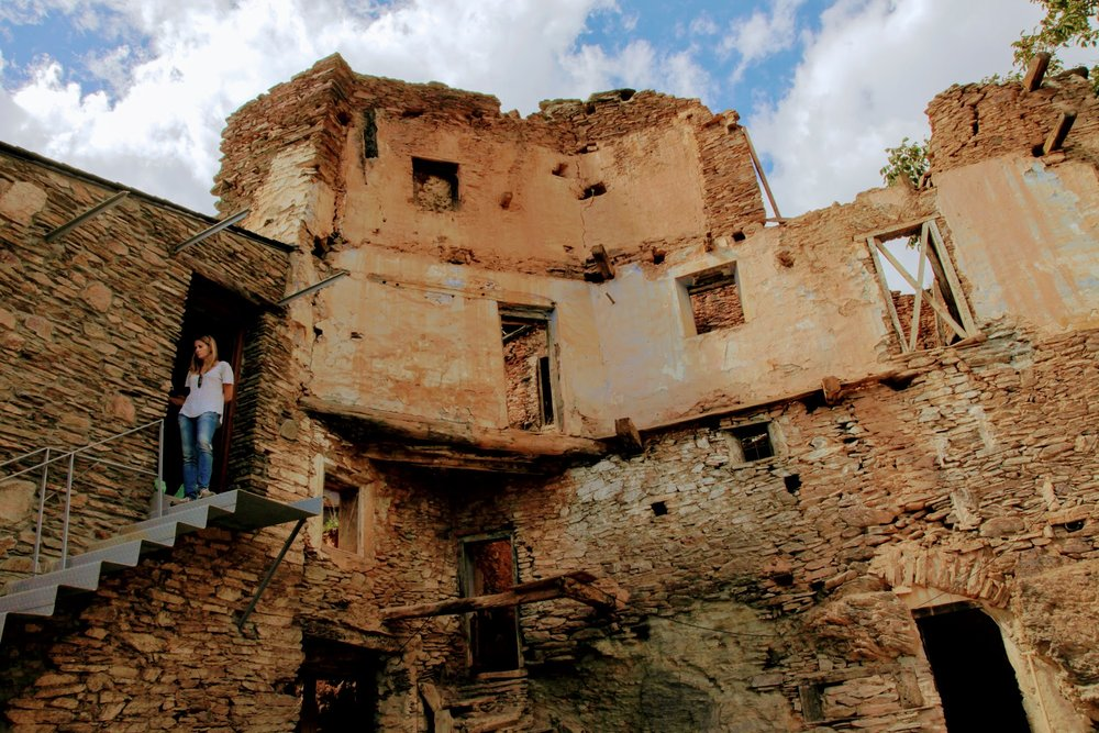 Challenge - Villages around the globe are facing serious challenges. Young people move away and with them, the hope for long lasting local communities. With the migration of people towards cities, many rural houses are abandoned and turning into ruins. In Spain alone, there are nearly one million empty rural houses in villages. At the same time, cities became overcrowded, are coping with air pollution, insufficient and unaffordable housing and a fast pace of life.
