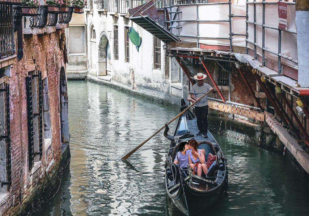 Gondola-overtourism-lesbians-color.jpg