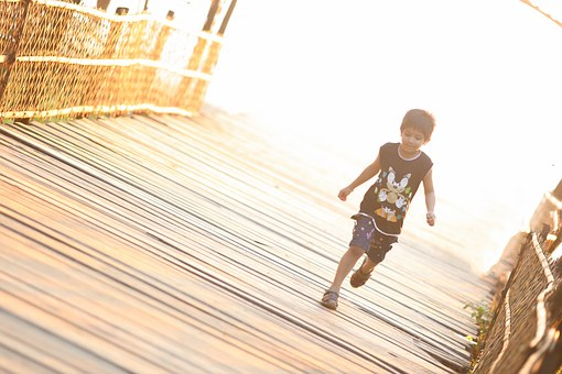 child-running-1082102__340.jpg