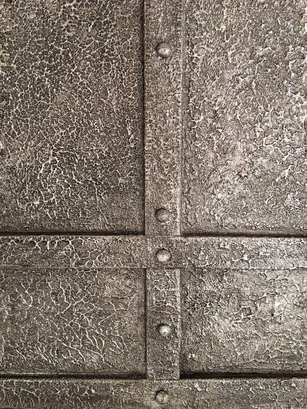 Venetian Plaster Hammered Metal