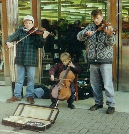 Stringfever Giles Ralph & Neal busking Rugby 1992.jpg