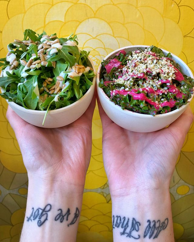 Pack that veggie punch 🤜💥 with these green sides 🌿 Little Arugula on the left with sunflower seeds and lemon garlic aioli && Tiny Kale with hemp seeds and tahini-beet dressing on the right -- which one would you go for first?