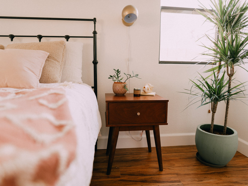 bedroom-makeover-urban-outfitters-11