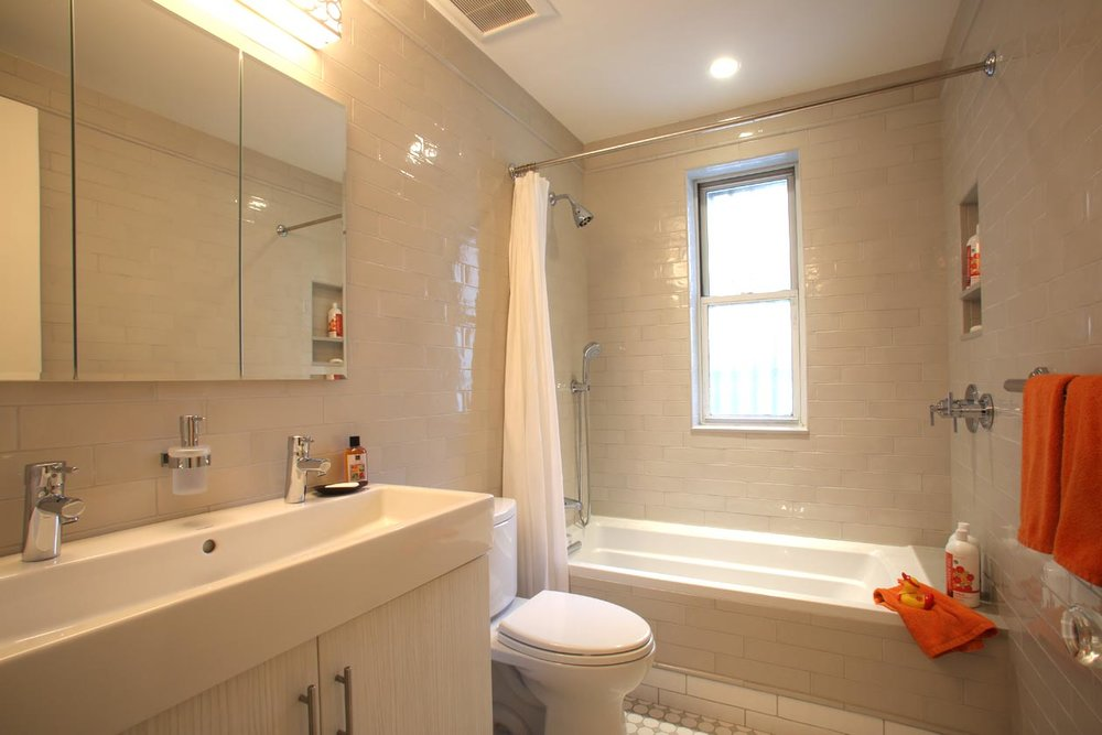 Traditional Design  - CLASSIC TILED MANHATTAN BATHROOM