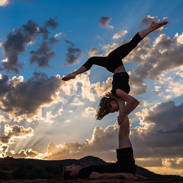 AGENDA UPDATE: Attend the FitYoga Festival on February 2nd and try Intro to AcroYoga Workshop! This 60 minute workshop led by Brent & Alisha, @edgeacrobatics will kick off at 1:15 and leave you feeling energized and educated on the dynamics of AcroYoga. Check out the full agenda to see what other new classes you can try! www.soulsync.live/azfest  #fitnessfestival #phoenixyoga #phxfitness #phxyoga #thingstodo #fitnessmotivation #tempe #mesaarizona #scottsdale #phoenixlife