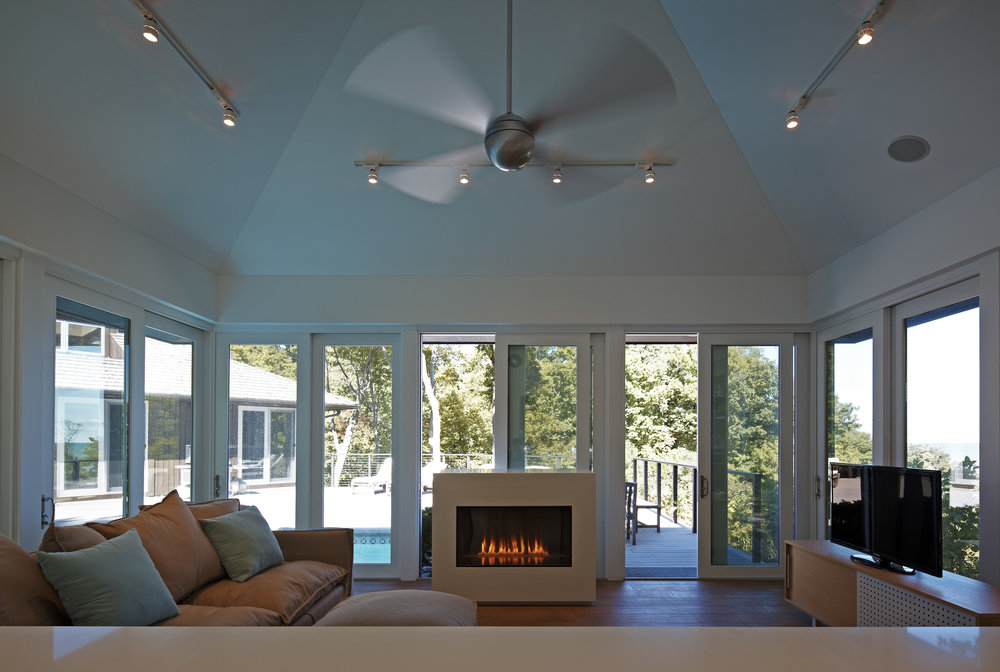 Lakefront North shore Residence