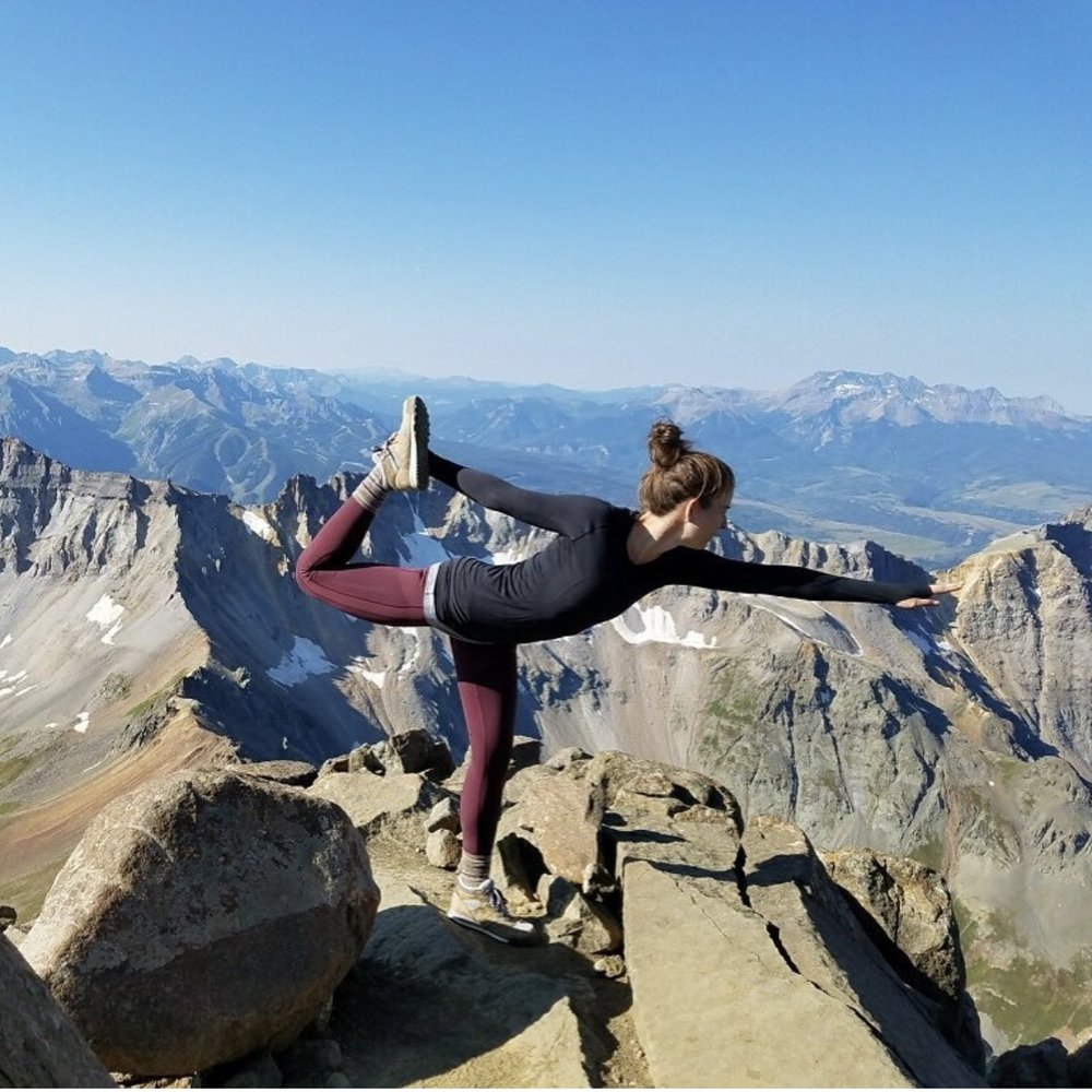 Stephanie-Kemp-doing-yoga-on-mountain.jpg
