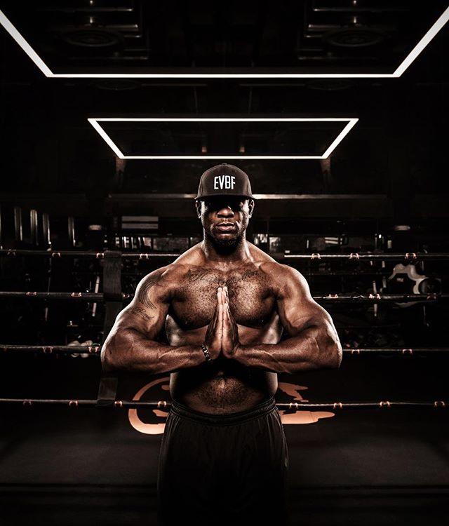 🥊💫 Ike 💫 🏈⠀ ⠀ #boxing #everybodyfights #EBF #portrait #environmentalportrait #createinspire #Boston #NYC #realpeople #gymgoals #fitnessmotivation