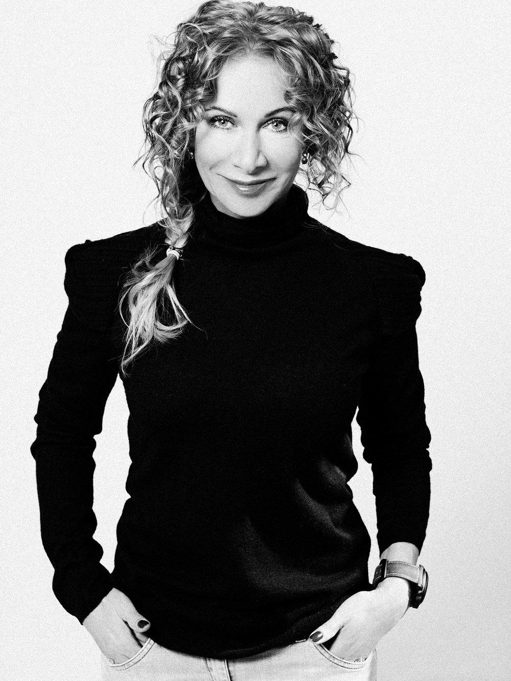 Alena Červenková – ředitelka a jednatelka společnosti