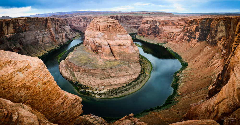 A panoramic view of Horseshoe bend in Colorado river.jpg