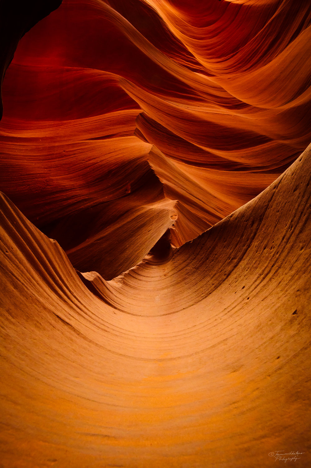 Rock formations in the lower Antelope Canyon.jpg