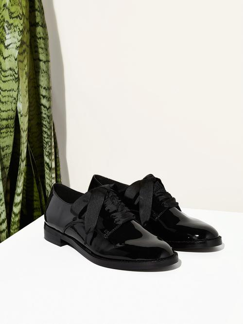Emerson - $135A classic wardrobe staple. Oxford shoes will always remind me of kindergarten in the best way. Susi makes this gorgeous pair of vegan patent leather that are perfect for any occassion, dressed up or worn casual.
