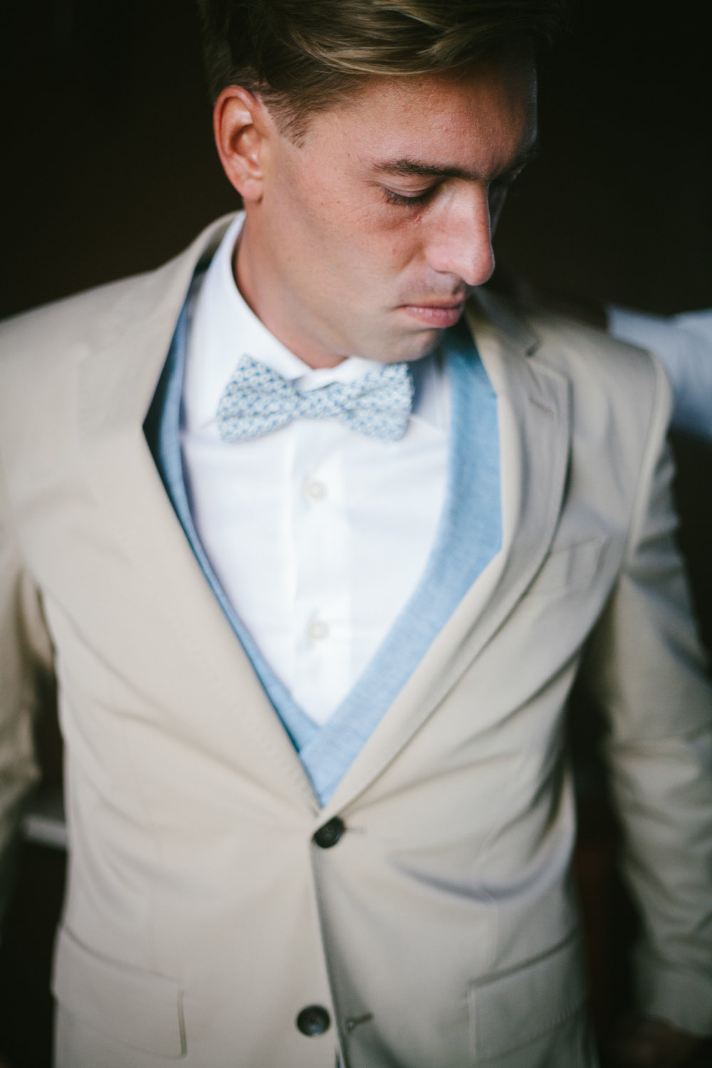 Groom in light blue suit and bow-tie shot right before his wedding in Alentejo by Oceânica Photography.
