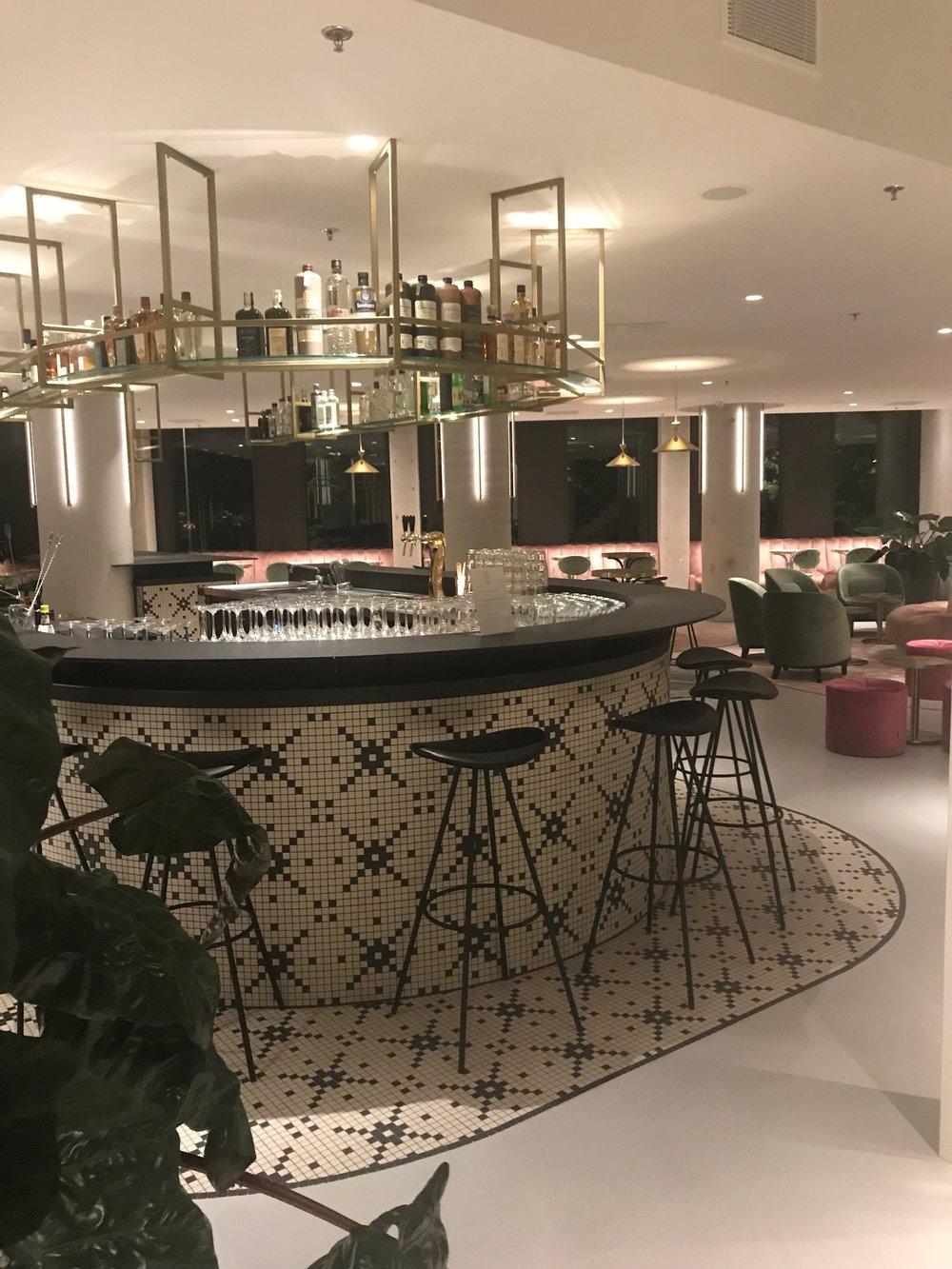 restaurant bar .jpg