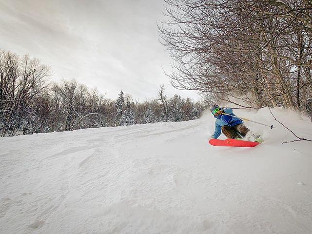 One from a few weeks back with the legend himself @jguildphoto1 @j_skis @jaypeakresort @ski_vt @travelvermont @vermonttourism @vermonttourism #skiing #jaypeak #vermont
