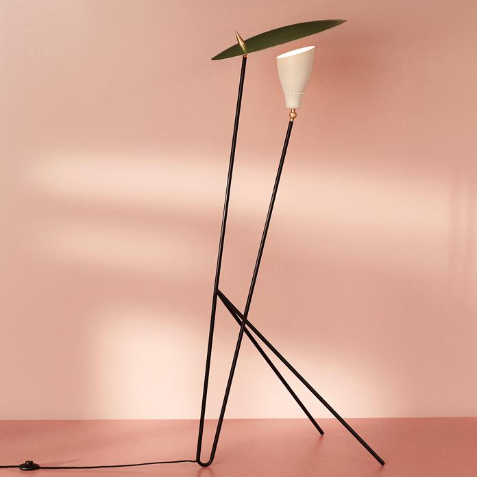 4110019-warmnordic-lighting-silhouette-floorlamp-pinegreen-warmwhite-vnude-696x696.jpg