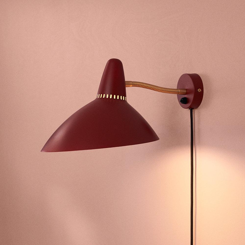 4310007-warmnrodic-lighting-lightsome-walllamp-redgrape-vnude-01-1392x1392.jpg