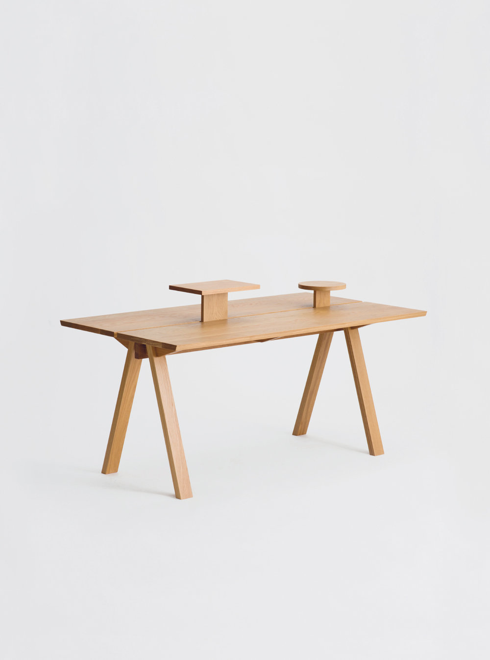 Ariake Sagyo Table - Oak with Additional Circle Tray