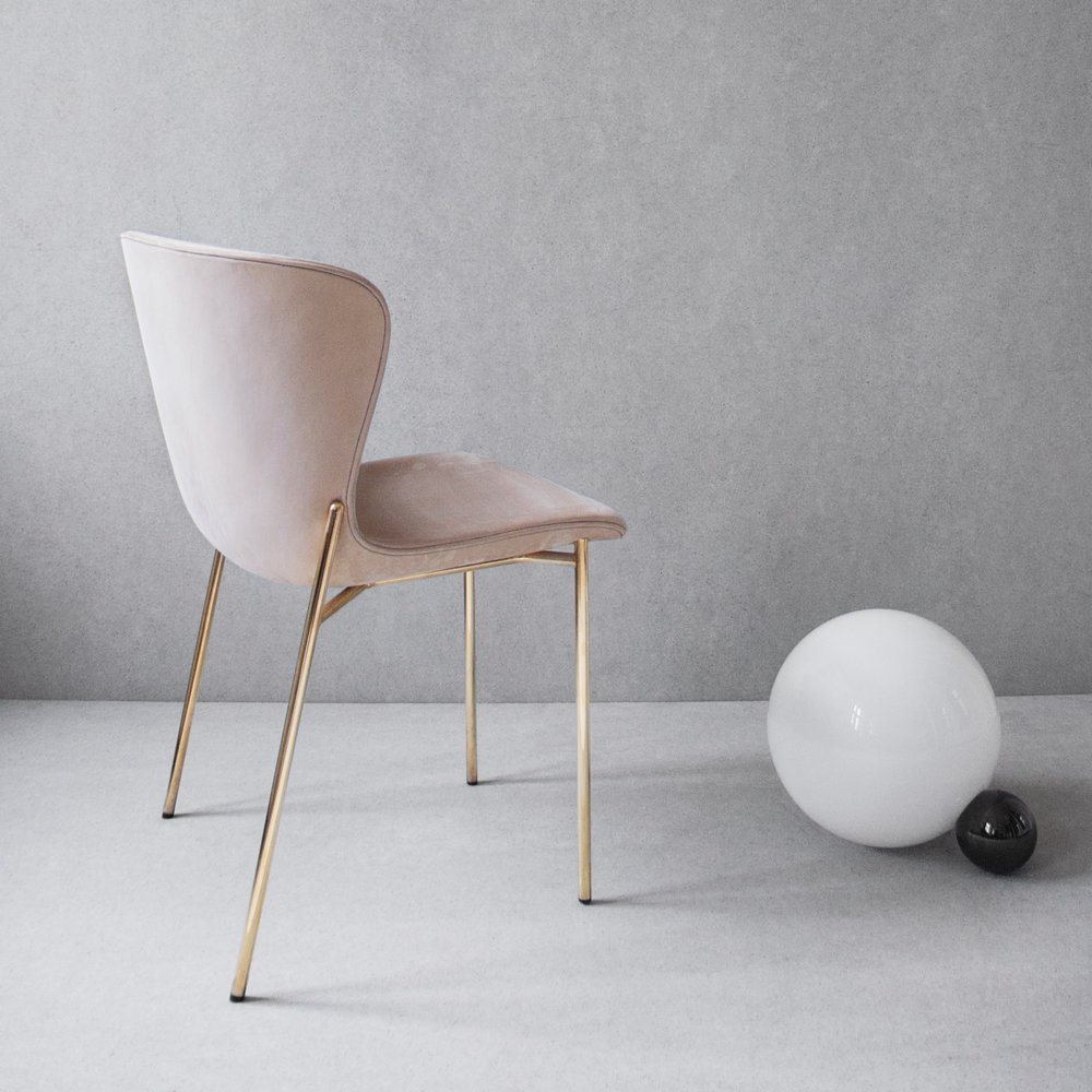 La Pipe Chair in Royal Nubuck with brass base