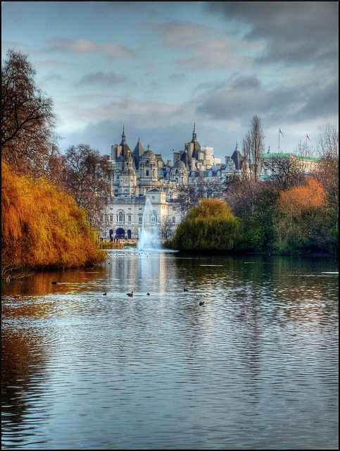 St.James-Park-Westminster-london-fall-royal-park-richlewis.jpg