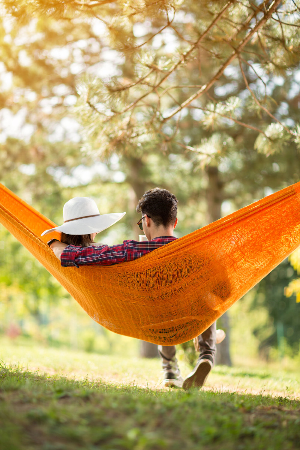 guy-with-girlfriend-in-hammock-from-behind-PQSLV42.jpg