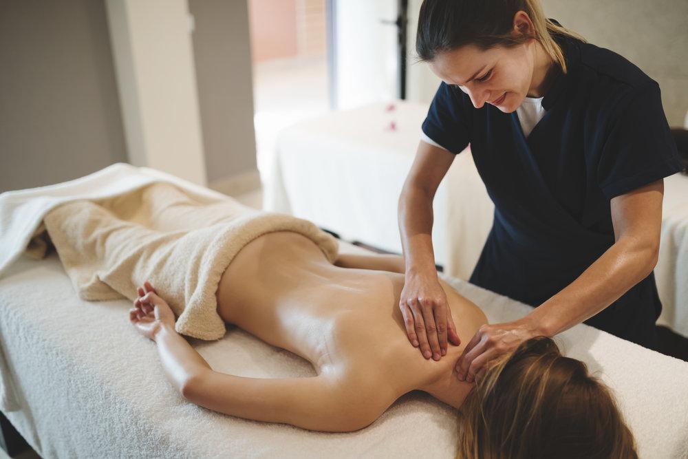 masseur-massaging-back-of-female-39Q8HYU.jpg